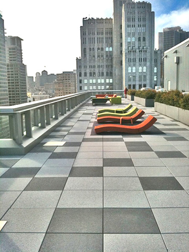 West_facing_sun_beds_and_lounge_on_roof